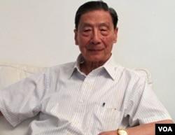 北京天则经济研究所创办人之一、中国经济学家茅于轼在北京接受采访 (美国之音张楠拍摄2011年7月13日)