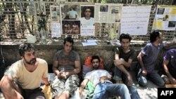 Người tị nạn Iran tuyệt thực để yêu cầu nhà chức trách Hy Lạp giải quyết đơn xin tị nạn của họ, Athens, 19/8/2010
