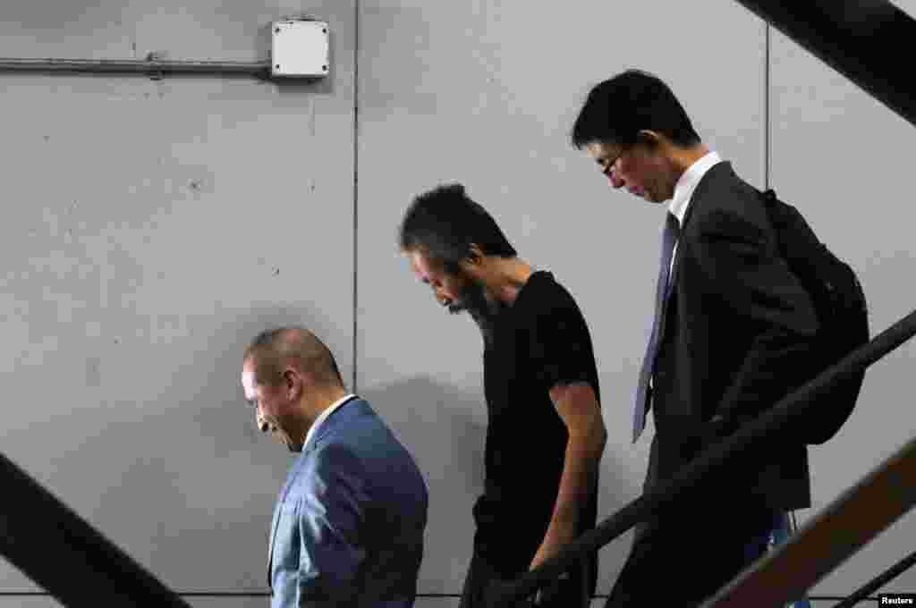 40개월 동안 시리아 무장조직에 억류됐다 풀려난 일본인 프리랜서 기자 야스다 준페이가 일본 나리타 항공에 도착하고 있다.
