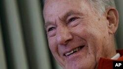 50년 전 미국인으로는 처음으로 에베레스트 등정에 성공한 짐 위태커 씨.