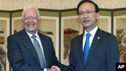 서울에서 현인택 통일부 장관을 만나는 지미 카터 전 대통령