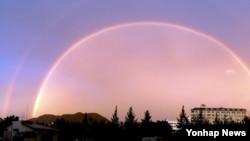 28일 오후 경기도 하남시 상공에서 관측된 쌍무지개.