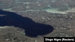 Vista do derramamento de petróleo crude na praia de Peroba em Maragogi, no Alagoas