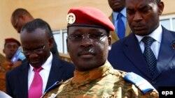 Lieutenant-Colonel Isaac Zida, Premier ministre de la transition au Burkina Faso, 31 octobre 2014. EPA/LEGNAN KOULA