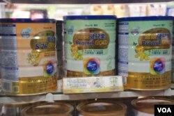 香港特區政府3月1日正式實行限帶兩罐嬰兒奶粉離境的新條例