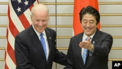 拜登與日本首相安倍晉三