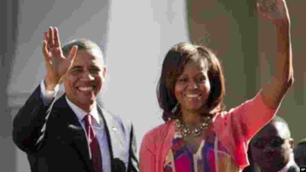 Rais Obama na mkewe Michelle Obama walipowasili Dar es Salaam.