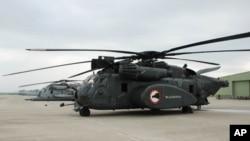 پاکستان میں سیلاب متاثرین کی امداد کے لیےموجود امریکی ہیلی کاپٹرز