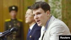 지난해 북한에서 체포돼 억류된 뒤 15년 노동교화형을 선고받은 미국인 대학생 오토 웜비어 씨. 지난해 2월 평양에서 기자회견 당시 모습이다.