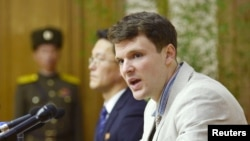 Otto Frederick Warmbier ditahan di Korea Utara sejak awal Januari 2016, mengahdiri konferensi pers di Pyongyang, Korea Utara (29/2).