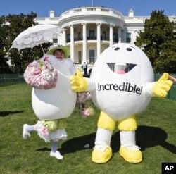 Dos personajes invitados a la Carrera de Huevos de Pascua de la Casa Blanca en 2016.
