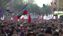 Miles de estudiantes protestan en Chile