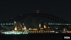 Kota Sydney, Australia memadamkan lampu-lampu kota menandai peringatan 'Earth Hour' (Foto: dok).