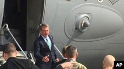 美國國防部長卡特抵達伊拉克