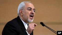 """Ngoại trưởng Iran Mohammad Javad Zarif nói loan báo của Tổng thống Mỹ Donald Trump rằng ông sẵn sàng phê chuẩn các chế tài mới nhắm vào Iran là một """"nỗ lực tuyệt vọng nhằm làm suy yếu một thỏa thuận đa phương vững chắc."""""""