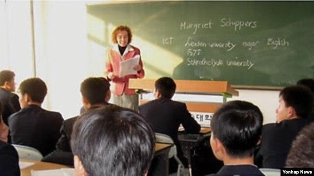 2011년 9월 북한 평양과학기술대학의 영어수업 광경. (자료사진)
