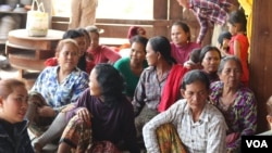 Local villagers affected by the 400-megawatt Chinese-built dam, Lower Sesan 2 Dam, gather to discuss ways to rebuild their new community, Stung Treng province, Cambodia, March 12, 2020. (Sun Narin/VOA Khmer)