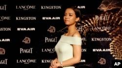 台灣女演員宋芸樺2015年11月21日抵達台北舉行的第52屆金馬獎典禮。她被提名為電影《我的少女時代》的最佳女主角。(資料照)