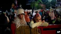 حامیان محمد مرسی در یک مسجد در قاهره جمع شده اند. ۳۱ ژوییه ۲۰۱۳