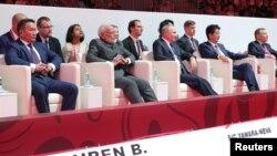 俄羅斯總統普京,日本首相安倍晉三,印度總理莫迪和蒙古總統巴特圖勒嘎在遠東城市符拉迪沃斯托克(海參崴)出席遠東經濟論壇會議期間觀看柔道表演。 (2019年9月5日)