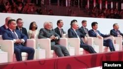 Các nhà lãnh đạo Mông Cổ, Ấn Độ, Nga và Nhật xem một trận đấu judo bên lề Diễn đàn Kinh tế phương Đông tại Vladivostok