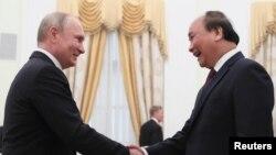 資料照:俄羅斯總統普京在克里姆林宮會晤到訪的越南總理阮春福。 (2019年5月22日)