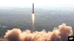 파키스탄 정부가 지난 2008년 2월 공개한 '가우리' 중거리 탄도미사일 시험발사 장면. (자료사진)