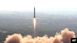 圖片顯示2008年2月1日,巴基斯坦成功試射經改良可載核彈頭的導彈。