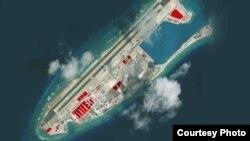 """美国智库战略与国际研究中心(CSIS)的分支机构""""亚洲海事透明倡议 """"(Asia Maritime Transparency Initiative)2017年12月公布的永暑礁的最新卫星图像。"""