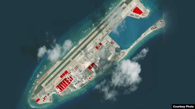 """美國智庫戰略與國際研究中心(CSIS)的分支機構""""亞洲海事透明倡議""""(Asia Maritime Transparency Initiative)2017年12月公佈的永暑礁的最新衛星圖像。"""