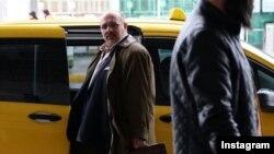 پیام دهکردی، بازیگر تئاتر و سینما در سریال «گاندو» نقش یک جاسوس ایرانی - آمریکایی را بازی می کند