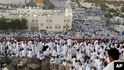 大批穆斯林在沙特朝聖。