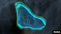 黃岩島(斯卡伯勒礁)鳥瞰(美國太空總署)