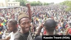 """Une marée de manifestants à Bamako pour réclamer des élections """"transparentes"""" à Bamako, Mali, 8 juin 2018 (VOA / Kassim Traoré)."""