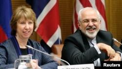 la chef de la diplomatie européenne Catherine Ashton (à gauche) et le chef de la diplomatie iranienne Mohammad Javad Zarif à Vienne le 17 juin 2014