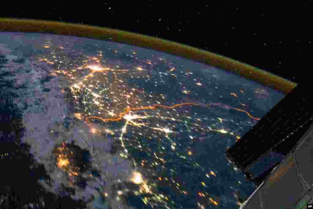 The India-Pakistan border appears as an orange line in this photograph taken by the Expedition 28 crew on the International Space Station (ISS). (NASA)
