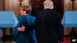 La agenda de ambos incluyó discusiones sobre cómo fortalecer a la OTAN, combatir al Estado Islámico y resolver el conflicto en Ucrania, todos temas que precisan la cooperación cercana de Estados Unidos y Alemania.