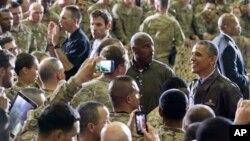 Tổng thống Obama nói chuyện với các binh sĩ Mỹ tại Căn cứ Không quân Bagram ở phía bắc thủ đô Kabul, Afghanistan, ngày 25/5/2014.