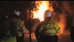 2012-09-22 美國之音視頻新聞: 荷蘭警方驅散四千名企圖參加生日派對的人