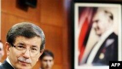 Թուրքիայի արտգործնախարար Ահմեդ Դավութօղլուն` մամուլի հետ հանդիպման ընթացքում, Անկարա, 2 սեպտեմբերի 2011թ.