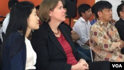 NGO leaders, staff, and students attend a conference on 'Voluntarily Income and Asset Declaration Online,' (VIADO)‍, in Phnom Penh, February 29, 2016. (Pin Sisovann/VOA Khmer)