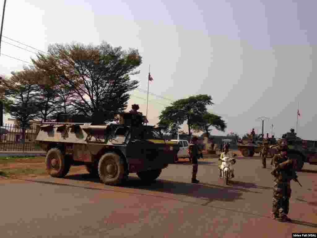 French soldiers at a checkpoint in Bangui, Central African Republic, Dec. 22, 2013. Idriss Fall/VOA