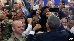 Prezida Barack Obama m'umubonano wiwe wa nyuma n'abasirikare ba Amerika