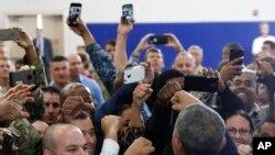 Sojojin da suka dinga tafawa Shugaba Obama yayinda yake gode masu