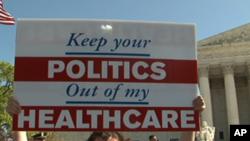 反對者打出標語:你的政治不要插手我的醫保