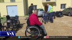 Shkodër: Organizata shqiptaro-amerikane dhuron karrige me rrota