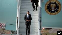 Presiden AS Barack Obama turun dari pesawat kepresidenan setibanya di St.Petersburg, Rusia untuk menghadiri pertemuan G-20, Kamis (5/9).