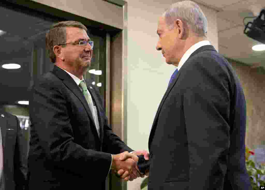 U.S. Defense Secretary Ash Carter (left) is greeted by Israeli Prime Minister Benjamin Netanyahu as he arrives at the prime minister's office in Jerusalem, July 21, 2015.