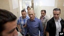 Cựu Thủ tướng Israel Ehud Olmert tại tòa án ở Jerusalem, ngày 10/7/2012