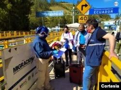 """Muchas personas en Colombia pasan al país por las denominadas """"trochas"""". Foto: Cortesía Migración Colombia."""